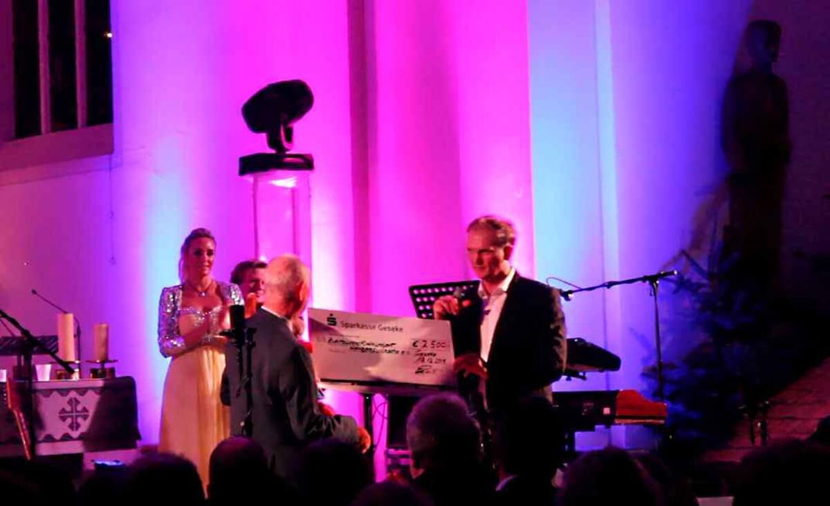 Weihnachtskonzert-2016-Spendenübergabe-D-Lite-Michael Ernst-Winterzauber